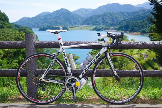 先々週の宮ケ瀬湖ライドにて。暑くて暑くて、3本がちょうどいい!