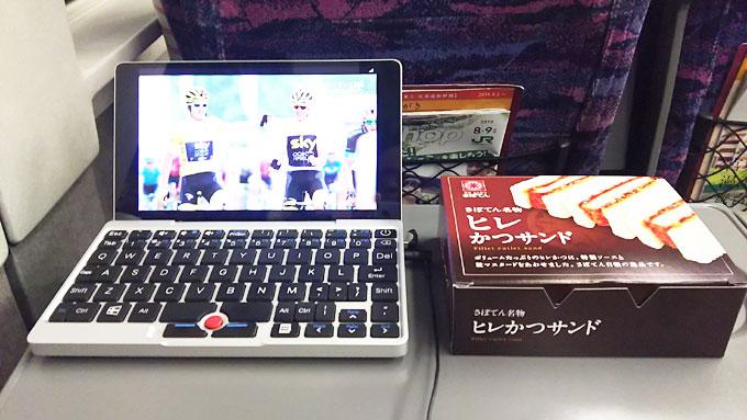 狭~い、新幹線のテーブルでも余裕でツールを見れます(^^)