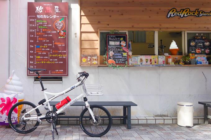 藤沢駅前の、日本一おいしいミカンソフト屋さんで。