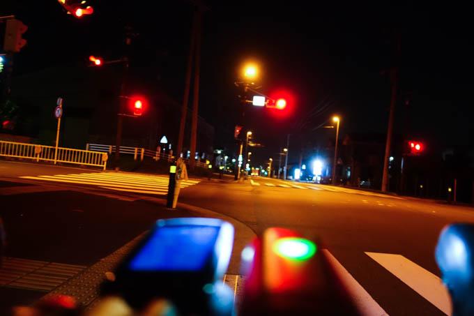 まだ真っ暗です。久しぶりにこんな時間に走ったなぁ(^^)