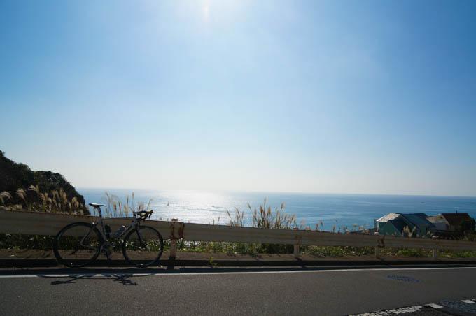 七里ガ浜の坂を通る。実走はいいですなぁ・・・(^^)