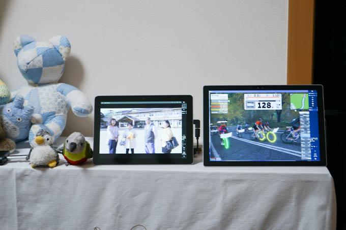 左のGoで録画TVを見ながら、右のPro4でZWIFT中。