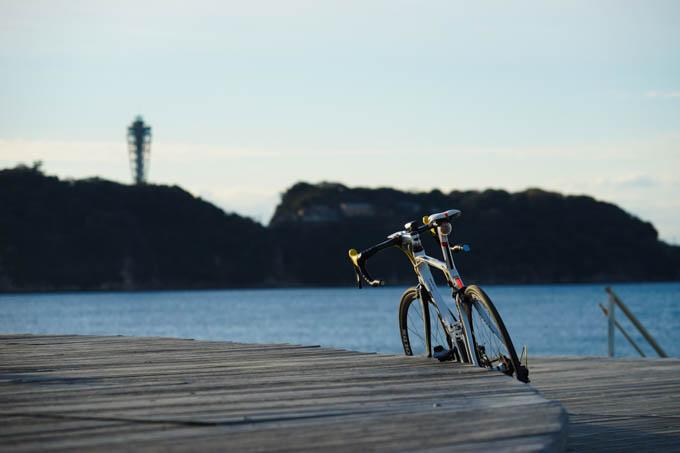 江の島の上に、ちょこんと生えているのがシーキャンドル。なぜ今まで行ったことがなかったのか・・・?