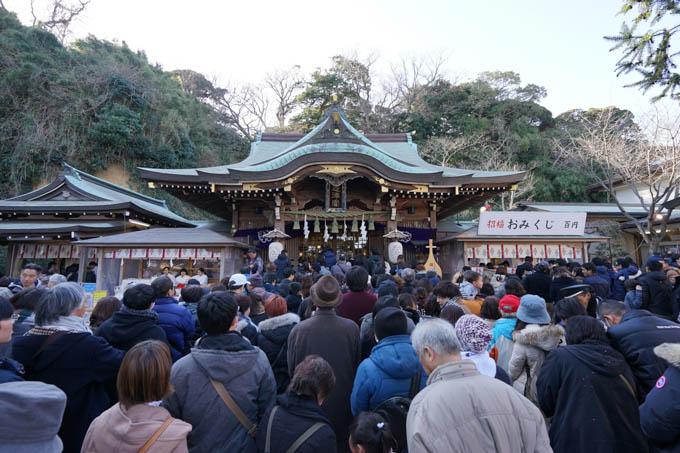 江の島神社初詣。富士ヒルシルバーと、子供受験合格をお祈りしました(順番が・・・)