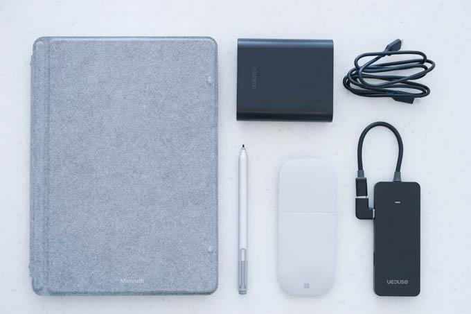 Surface Go、ペン、マウス、モバイルバッテリー、ハブ。これだけあれば、1日働けます(^^)