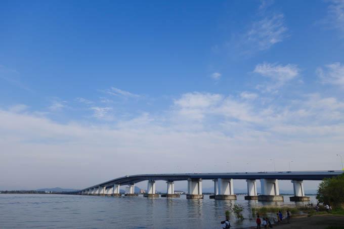旅行中に立ち寄った琵琶湖。「ビワイチ」をやっている人たちが沢山いました。いいなぁ~