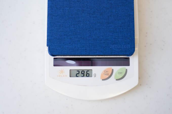 カバー込みで300g。本体は180gなので、意外とカバーが重い。