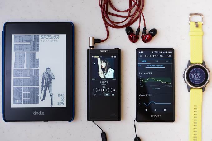 WalkmanとKindleがあれば、いくらでも時間をつぶせます。