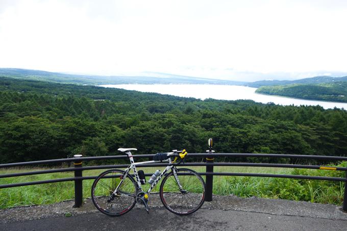 本当は、山中湖と一緒に富士山も見えるはずなんですが・・・。