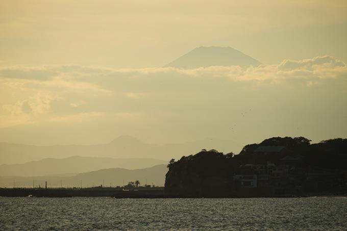 かすむ富士山。この山の半分まで登るんだよねぇ・・・。