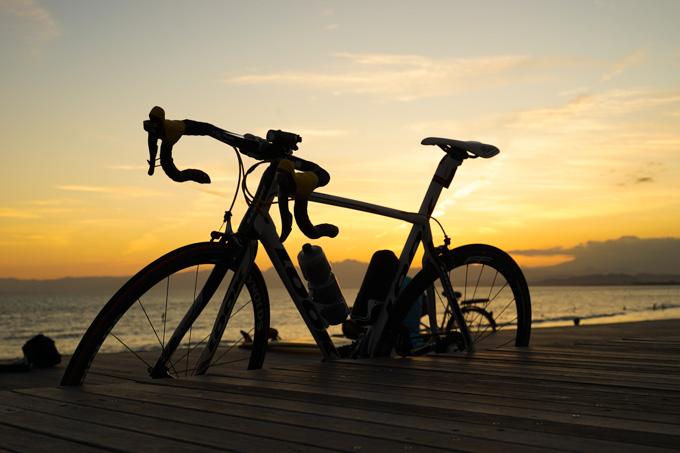 夕方の海辺は、絶好の自転車写真スポットです(^^)