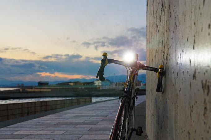 鵠沼海岸到着! まだ日が残っているうちに撮ろう。