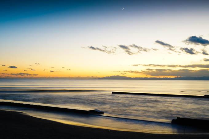 スローシャッターで静かな海に。やっぱり、三脚無いと難しいな・・・。