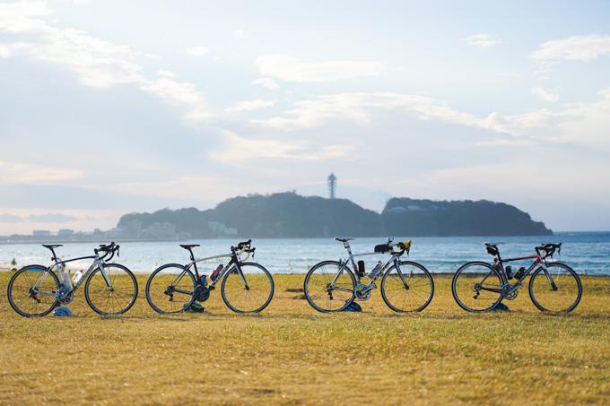 朝8時、鵠沼海岸でNoguさんに記念写真を撮ってもらってから、スタート!