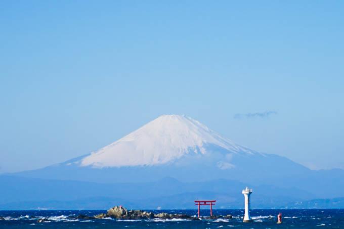 森戸海岸から見た富士山。この山の5合目まで登るのよねぇ・・・。