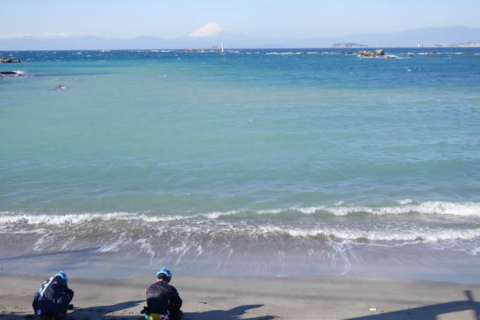 砂浜を見かけると下りていく子供たち。見慣れていると思うのだが・・・?