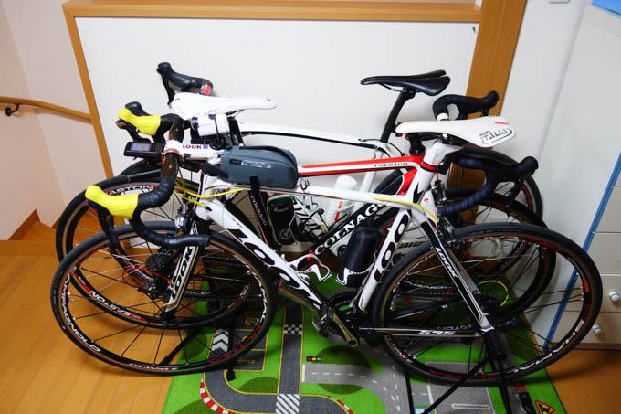 手前から、LOOK、COLNAGO、SPECIALIZED。Shiro家で実走可能なロード3台です。