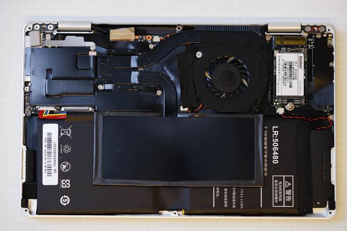 SSD付属のネジで固定して完成。