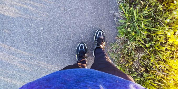 分厚いトレーナー、1500円トレパン、父親の運動靴。モチベーションもねぇ・・・。