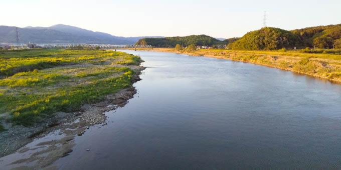 川の両岸を走れます。大自然の中を走ってる感があります(^^;
