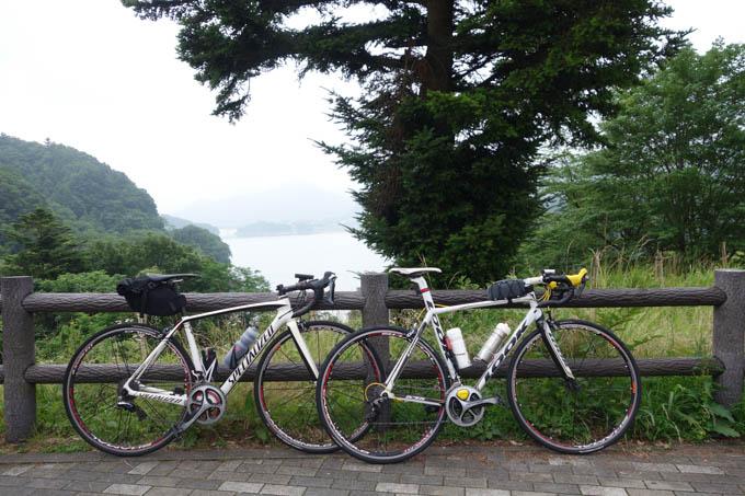本日のスタート地点は宮ケ瀬湖畔。我が家から30km、標高差300mを一気に省略です(^^;