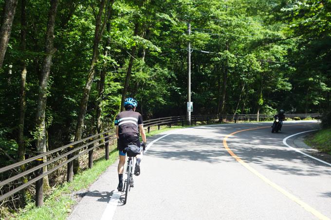 自転車より自動二輪の方が沢山走っていました。