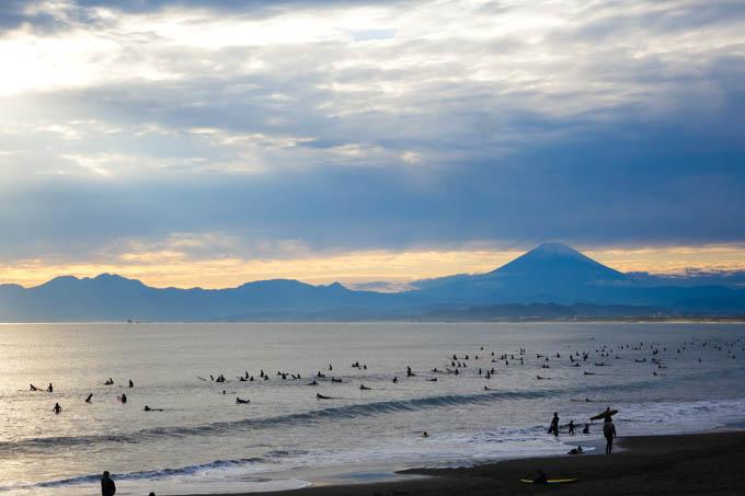 帰り道に寄った鵠沼海岸。そろそろ富士山がきれいに見える季節です。