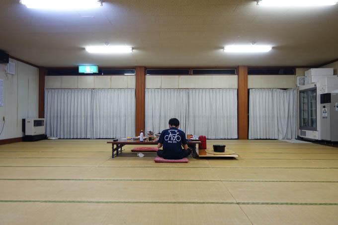 柔道場のように広い食堂。