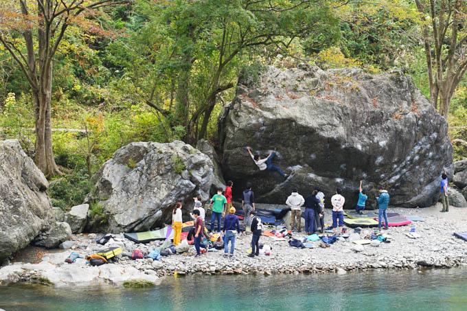 こんな感じで巨岩に挑戦。がんばれ~!