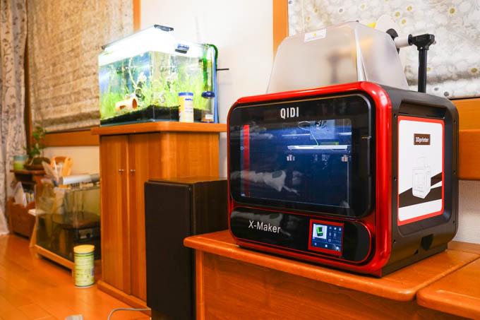 QIDI社の3Dプリンタ、X-Maker。電子レンジくらいの大きさです。
