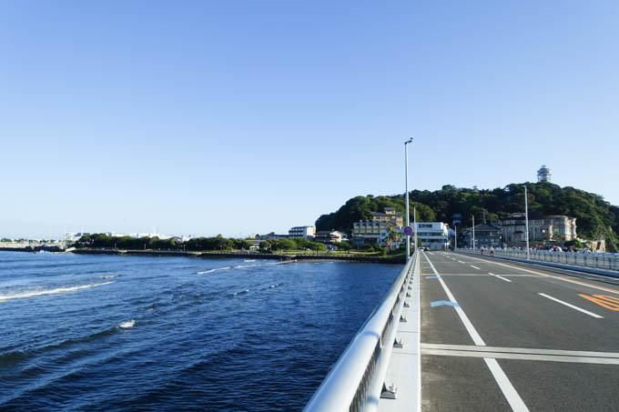 江の島大橋を渡ります。